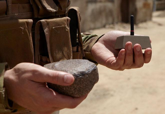 Những thiết bị theo dõi dễ bị lẫn vao đất đá hoặc được giấu trong hốc đá.