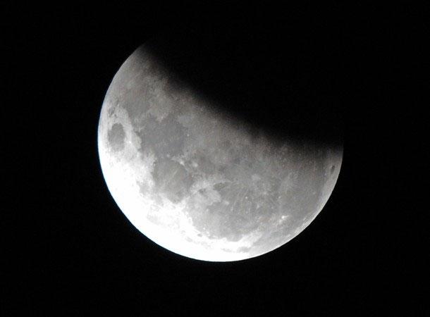 Mặt trăng bị che khuất 37% khi quan sát từ Sydney, Australia.