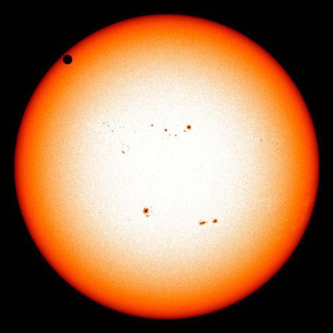 """""""Đại tiệc"""" thiên văn thế kỷ: Sao Kim đi qua Mặt trời"""