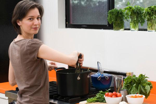 Nhà bếp nguy hiểm hơn đường phố