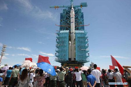 Thần Châu 9 sẽ được phóng vào khoảng giữa tháng 9, trong sứ mệnh có người lái đầu tiên nhằm ghép nối với khoang vũ trụ Thiên Cung 1 trong quỹ đạo.