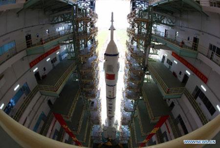 Cận cảnh tàu vũ trụ có người lái của Trung Quốc trên bệ phóng