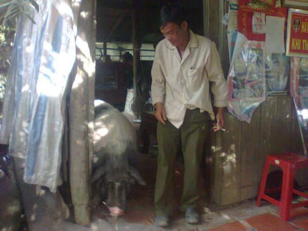 Con heo Mọi bên cạnh ông Nguyễn Văn Mạo
