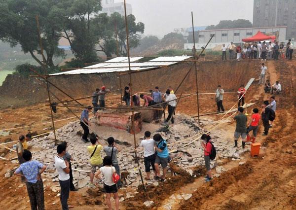 Khu vực khai quật mộ cổ