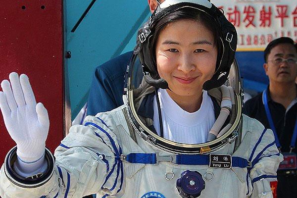 Tàu Thần Châu 9 bay vào quỹ đạo