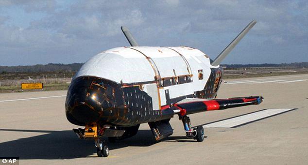 Tàu vũ trụ bí ẩn của Mỹ trở về Trái đất