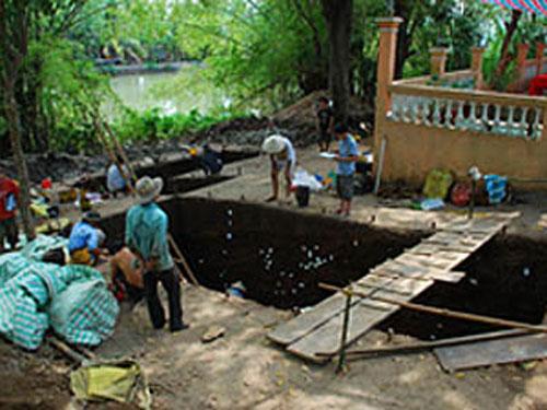 Khai quật nhà xí hơn 3.500 năm ở Việt Nam