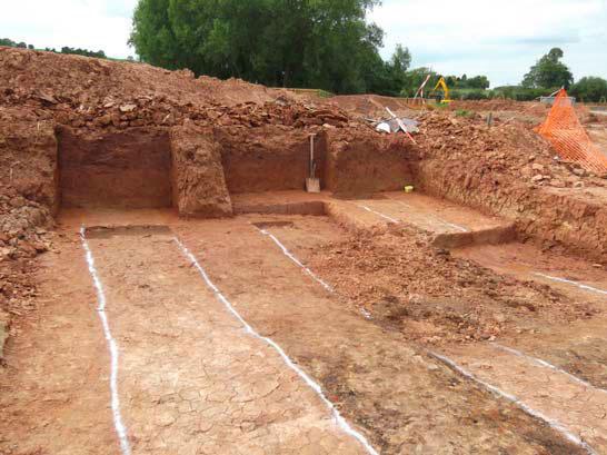 Tàn tích của cấu trúc được xác định là phần móng của một con đường hay cây cầu khoảng 6.500 năm.
