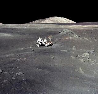 Công bố ảnh hai người cuối cùng trên mặt trăng