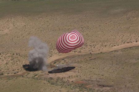 3 nhà du hành vũ trụ Trung Quốc trở về trái đất