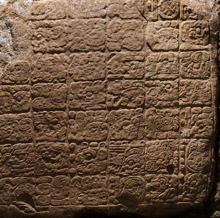 """Tìm thấy văn tự cổ về ngày """"tận thế"""" 2012"""