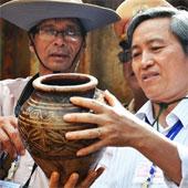 Khai quật thuyền chở đồ cổ ở Quảng Ngãi