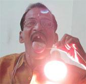Video: Người đàn ông không bị điện giật