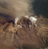 Núi lửa Shiveluch phun cột bụi cao 9000 mét