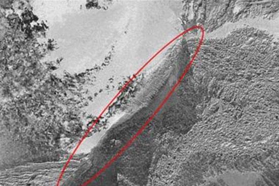 Bức ảnh được cho là con thuyền Noah được chụp trên đỉnh núi Avarad.