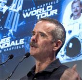 Phi hành gia Chris Hadfield sắp giải nghệ