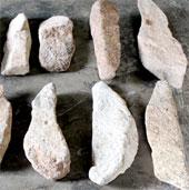 Phát hiện 14 thanh đá giống đàn đá Tuy An