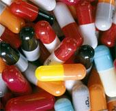 """G8 bàn cách chống bác sĩ """"lạm kê"""" kháng sinh"""