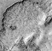 """Những hình thù """"quái đản"""" liên tục xuất hiện trên sao Hỏa"""