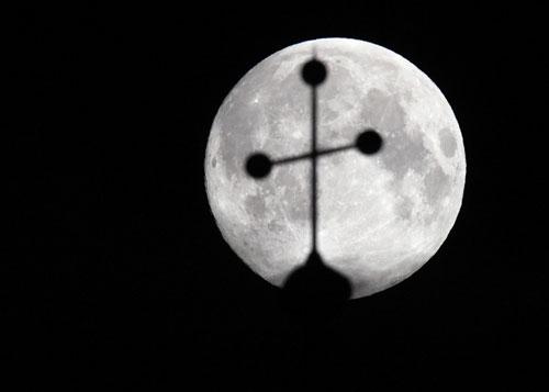 Ngắm siêu trăng trên khắp thế giới