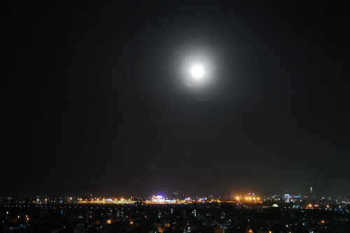 Siêu trăng lấp ló ở Sài Gòn