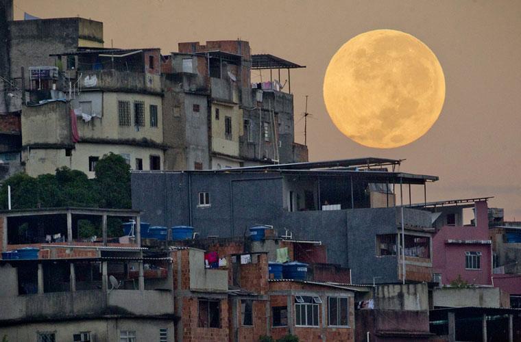 Những sự thật lạ lùng về Siêu trăng
