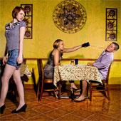 Bản năng buộc đàn ông nhìn theo gái lạ