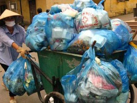 Rác thải ở thành phố đang là một vấn đề nan giải ở Việt Nam.