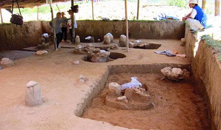 Phát lộ 10 ngôi mộ cổ có niên đại hơn 3.000 năm