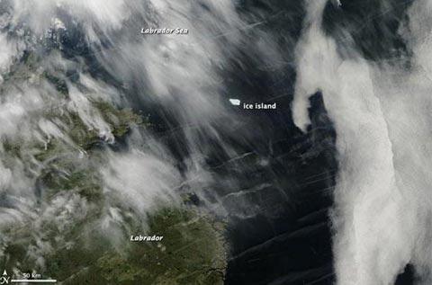 """""""Đảo băng"""" lớn nhất Bắc cực dạt tới Canada"""