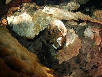 Phát hiện hố chôn người cầu mưa của người Maya