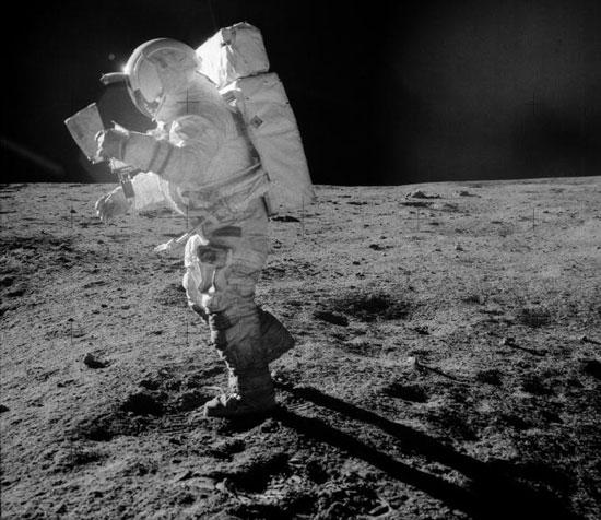 """Tranh cãi xung quanh """"rác"""" mặt trăng"""