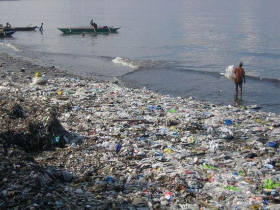 """Con người đang """"giết chết"""" các đại dương"""