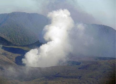 Indonesia nâng cảnh báo núi lửa lên mức cao nhất