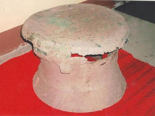 Phát hiện xương người trong trống đồng 2.000 tuổi