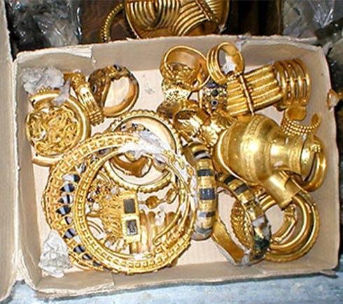 Những món đồ quý giá của kho báu Nimrud.