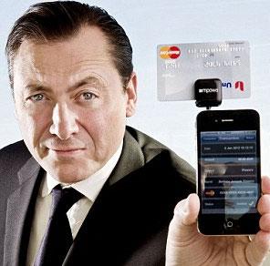 Gắn thẻ tín dụng vào điện thoại di động để thanh toán