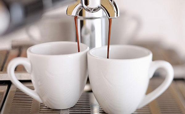Uống nhiều cà phê giảm mức thành công thụ tinh trong ống nghiệm