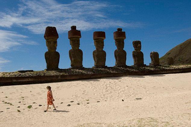 Vi khuẩn được tìm thấy trong đất gần các bức tượng trên đảo Phục sinh có thể chữa chứng Alzheimer