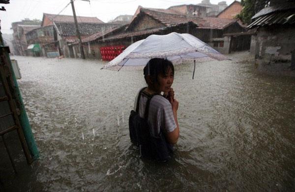 Mưa lớn hoành hành tại Trung Quốc và Thái Lan