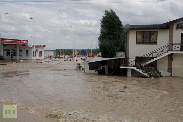 Hàng trăm người chết do lũ lụt tại Nga và Ấn Độ