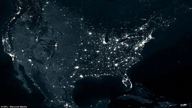 Hình ảnh chụp từ không gian Mỹ thể hiện tình trạng ô nhiễm ánh sáng một cách kinh ngạc, đặc biệt ở khu vực phía đông, Houston, Texas, San Francisco, Los Angeles trên bờ biển phía tây