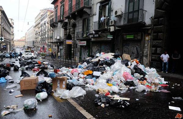"""Gián """"xâm lược"""" thành phố Italy"""