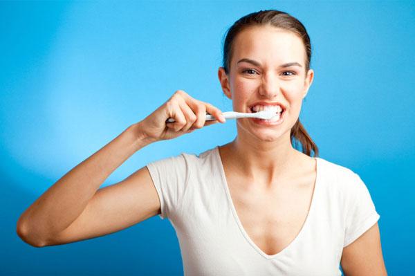"""Kem đánh răng """"hủy diệt"""" nha sĩ sau 60 giây"""