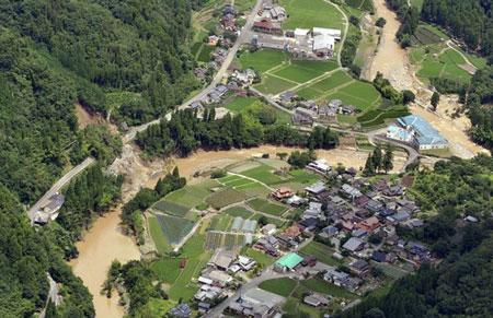 Miền tây nam Nhật Bản tan hoang trong mưa lũ