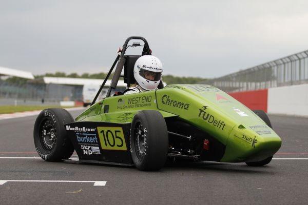 Xe hydrogen đua với xe chạy xăng