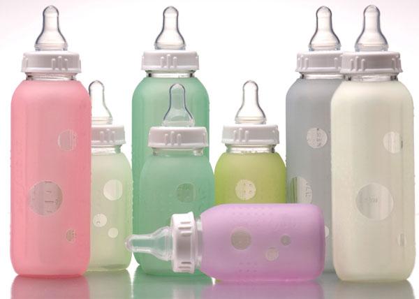 Mỹ chính thức cấm sử dụng chất BPA trong sản xuất bình sữa dành cho trẻ em.