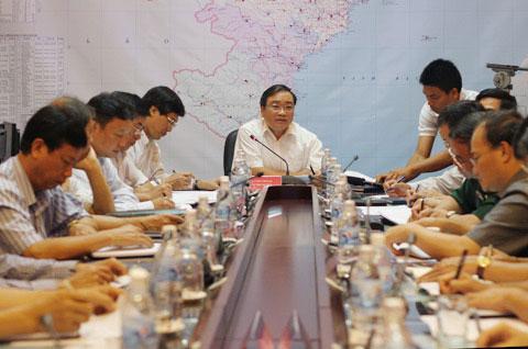Phó thủ tướng Hoàng Trung Hải chỉ đạo hai đoàn công tác đến Quảng Ninh, Hải Phòng sớm để ứng phó với bão.