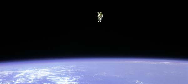 Theo các phi hành gia, mùi của vũ trụ là sự kết hợp của miếng thịt nướng bị cháy, kim loại nóng chảy và khói hàn.