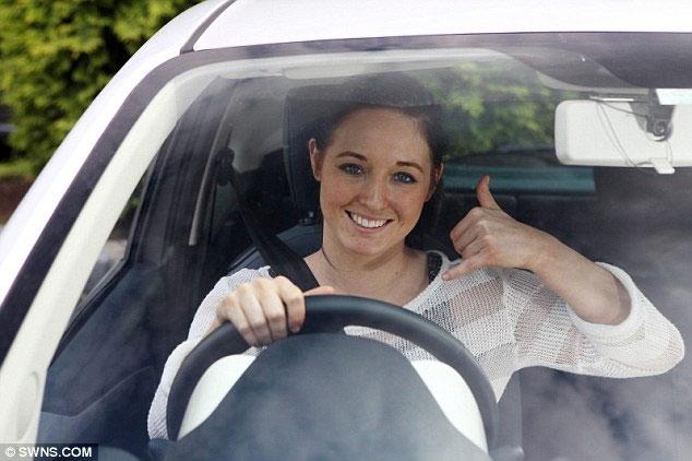 Gật đầu, nháy mắt để điều khiển xe hơi